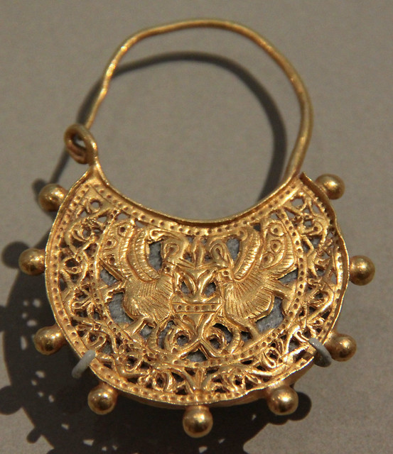 V&A - medieval earring