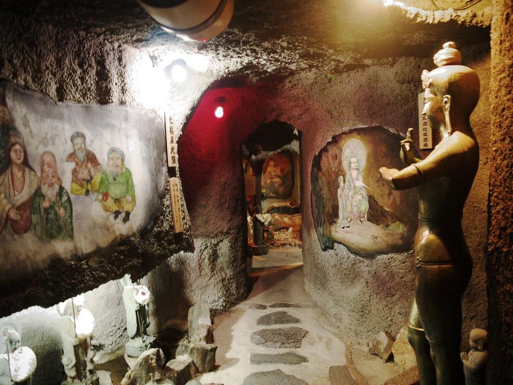 洞窟が続く大秘殿内部