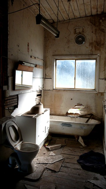 abandoned bathroom - a photo on Flickriver
