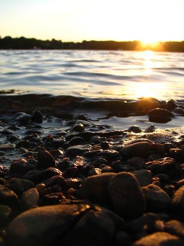 sunset reflection water rocks connecticut warmlight wethersfield wethersfieldcove