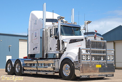 J & T Refrigerated's new Kenworth T908