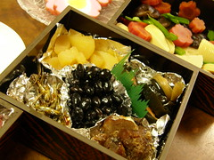 produce(0.0), osechi(0.0), bento(0.0), meal(1.0), lunch(1.0), ekiben(1.0), food(1.0), dish(1.0), cuisine(1.0),