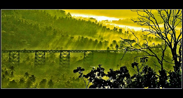 Sunrise in Cikacepit #1. Jembatan kereta api Cikaepit di Kalipucang, Pangandaran