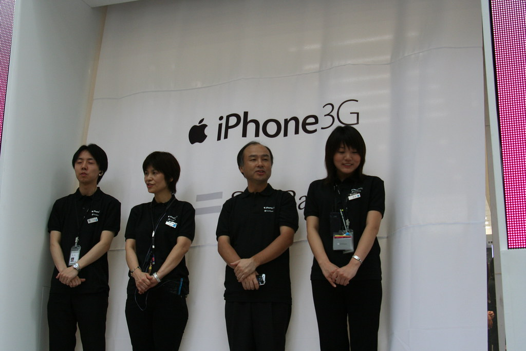 iPhone launch Softbank Omotesando