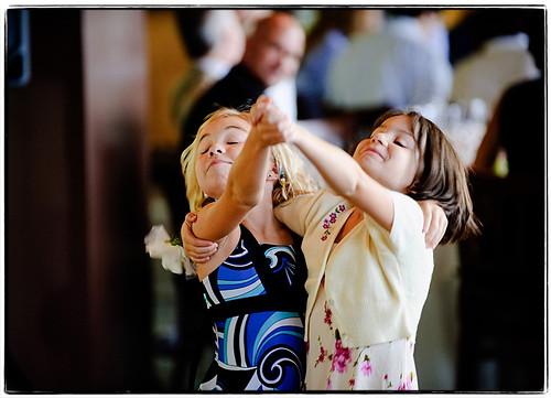 wedding girls cute girl children nikon child dancing bokeh noflash reception upstatenewyork catskills 2008 70200mmf28gvr d700 mariaandray
