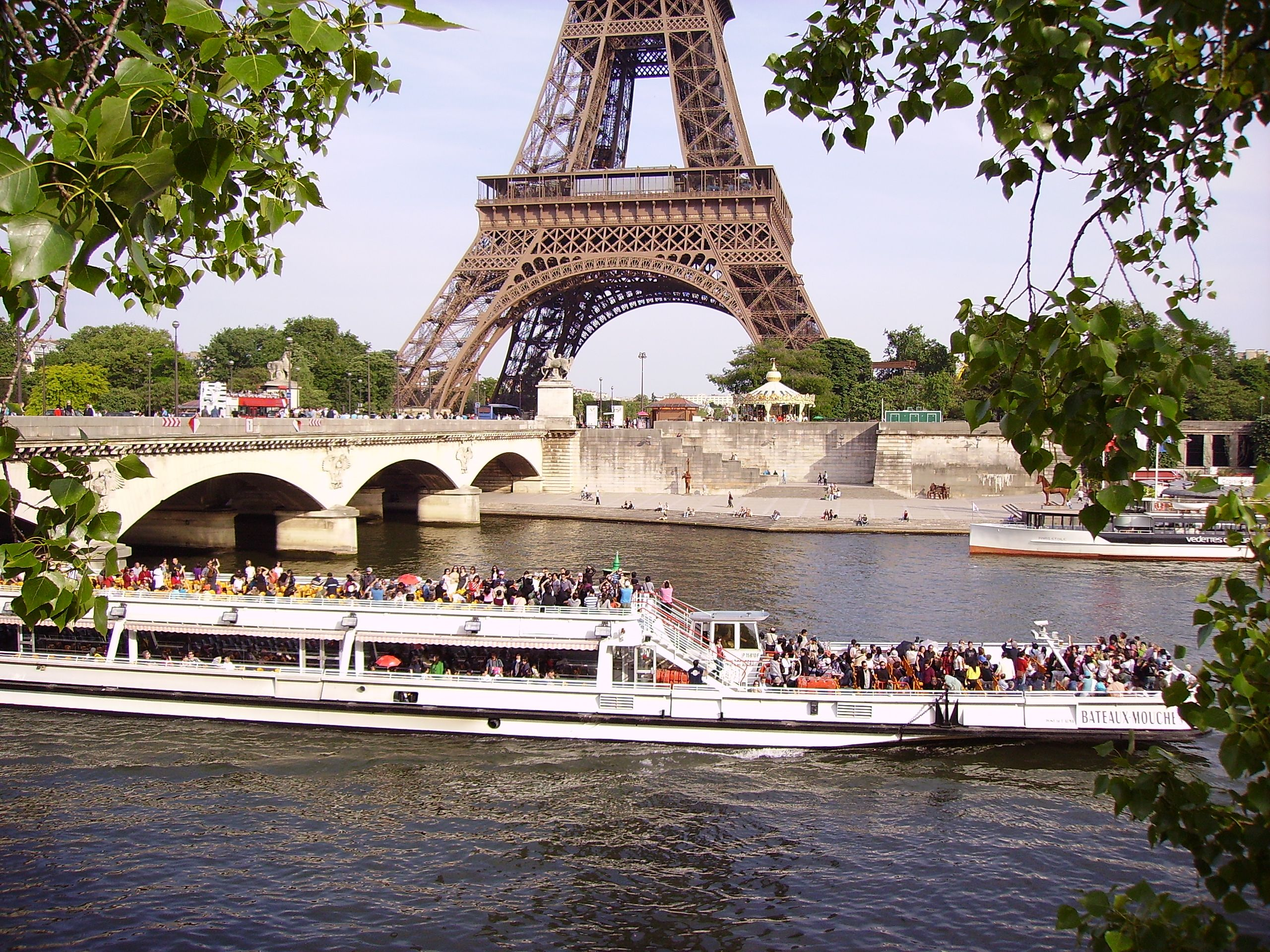 bateau mouche on river seine near the pont d 39 i na and eiffel tower in paris france flickr. Black Bedroom Furniture Sets. Home Design Ideas