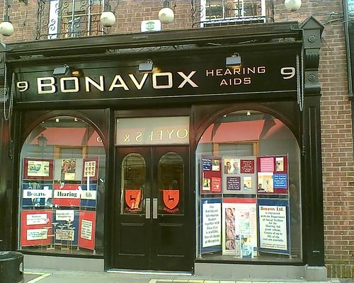 Re-vamped_Bono_Vox_store,_February_2007