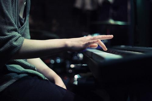 [フリー画像素材] 人物, ボディーパーツ - 手, 楽器, ピアノ, 音楽 ID:201303250000
