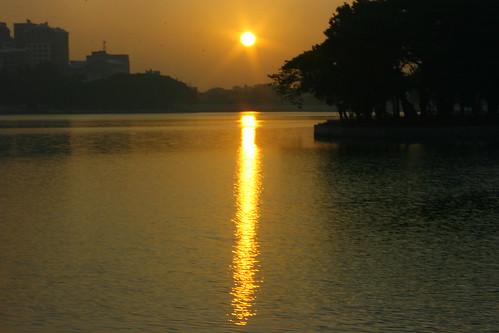 morning india lake sunrise canon rebel explore ulsoor ulsoorlake xti swamistream swamistreamcom