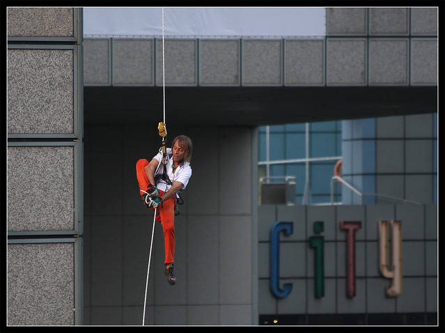Alain Robert climbs Suntec, Singapore