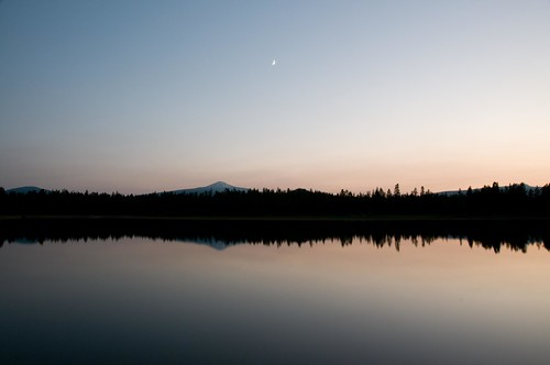 sunset moon lake oregon lago nikon tramonto luna lightroom d300 wickiup 18200mmf3556gvr bestof2008
