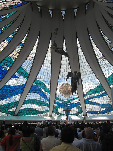 "Brasília, Oscar Niemeyer, Catedral - <a href=""http://www.flickriver.com/photos/paolo_savonuzzi/2889032589/"">on black</a>"