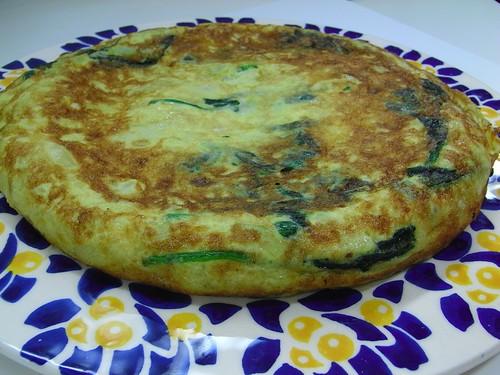 Tortilla de Patatas con Calabacín y Hojas de Espinacas