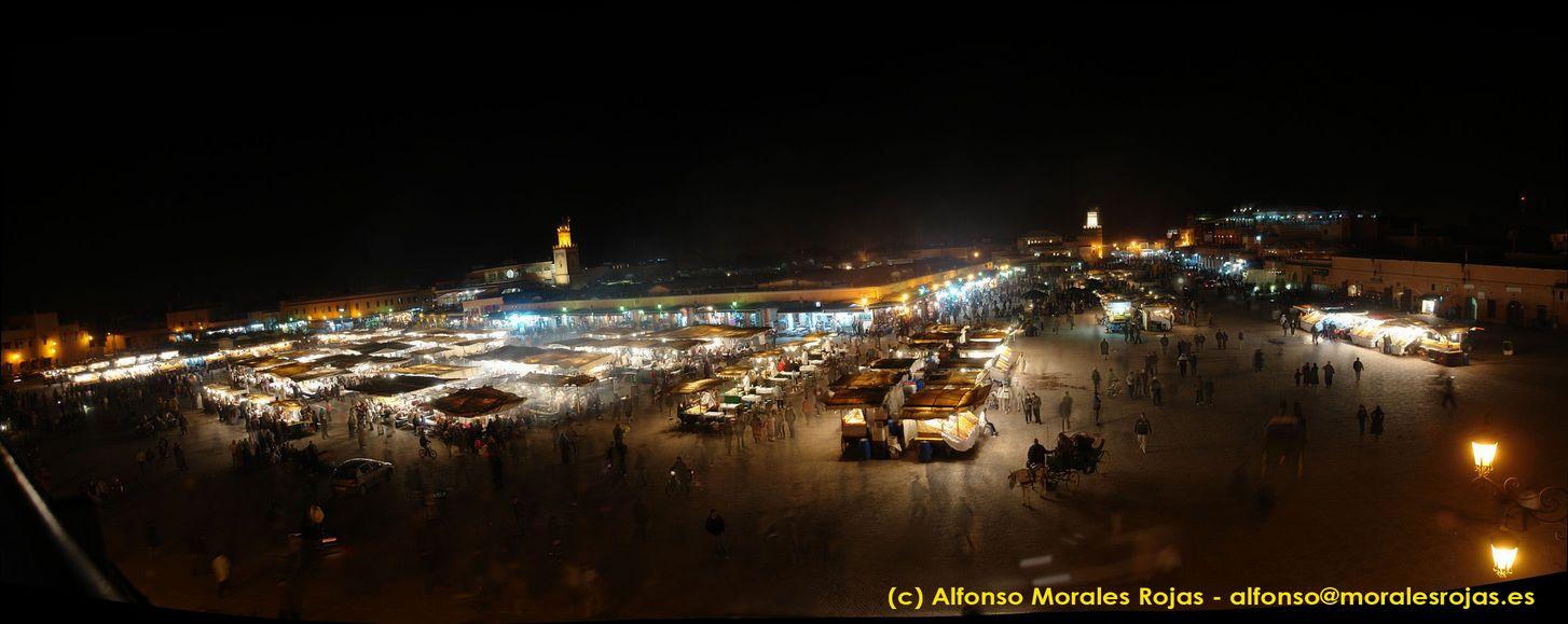 Panorámica de la plaza de Jamaa el-Fna (haz clic para ampliar)