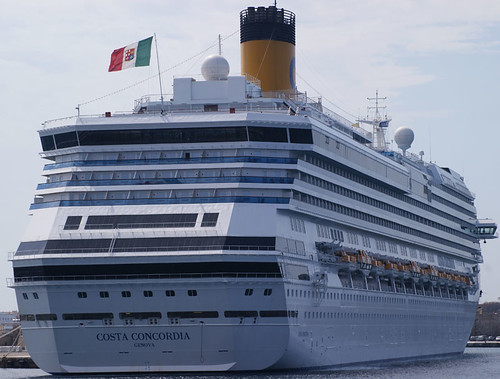 Costa Concordia by Cyr0z, http://www.flickr.com/photos/cyrz/