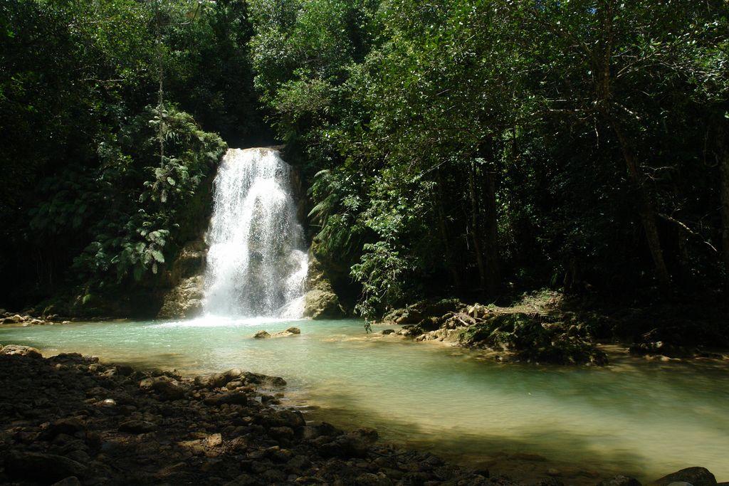 Pequeñas cascadas a lo largo del río Samaná, una península en el Paraíso - 2526692901 d196e8c242 o - Samaná, una península en el Paraíso