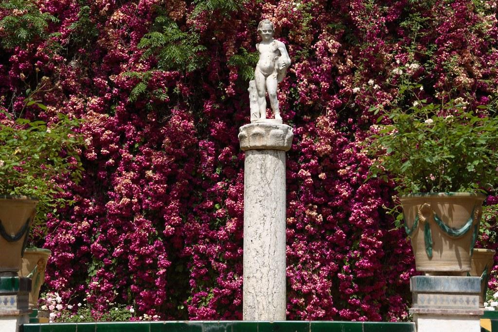 Cupido en los jardines
