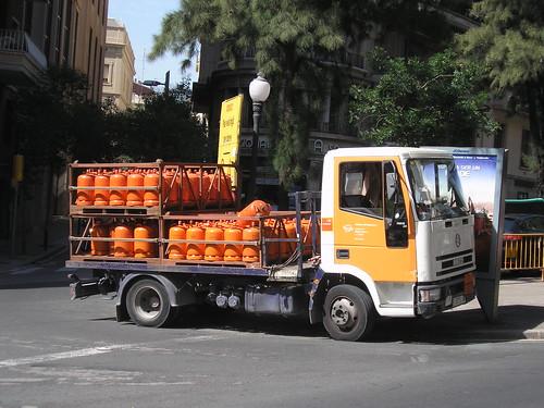 Iveco de butà a la Via Augusta de Barcelona