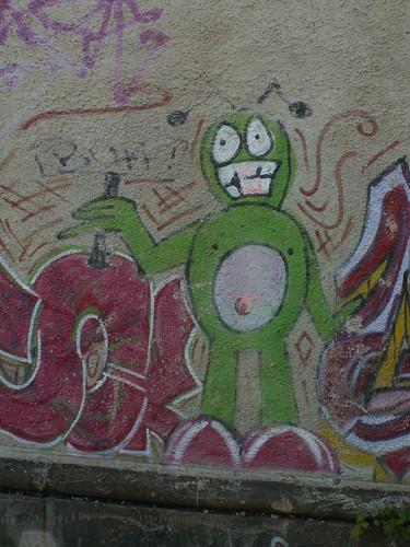Mit fettem Bauch und kahlem Schopf, mit mächtig großem, dicken Kopf, stand er als Graffiti vor meinem Bett bauhofstrasse 008