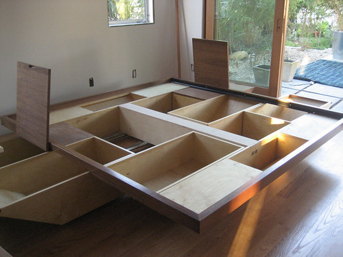 Self storage blog storage ideas tips big yellow for Como hacer una cama con cajones