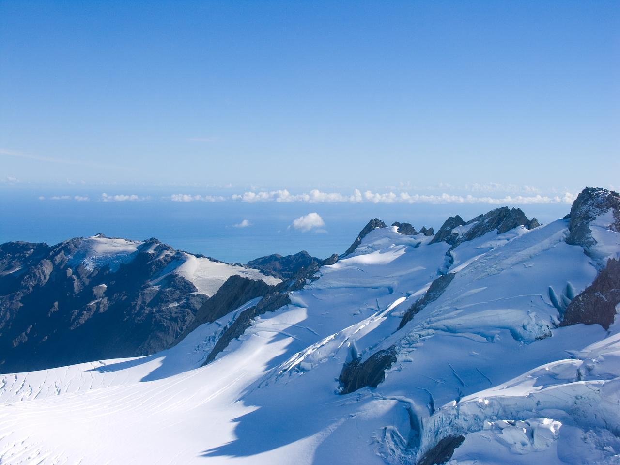 上空から見たフランツジョセフ氷河の風景