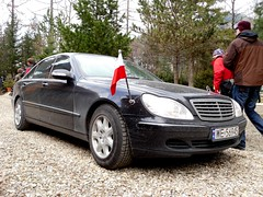 mercedes-benz w221(0.0), automobile(1.0), automotive exterior(1.0), wheel(1.0), vehicle(1.0), automotive design(1.0), mercedes-benz(1.0), bumper(1.0), mercedes-benz s-class(1.0), sedan(1.0), land vehicle(1.0), luxury vehicle(1.0),