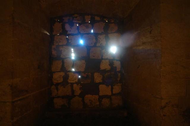Pared tapiada del interior de la Fortaleza de La Mola. ¿Cuántos más lugares misteriosos quedarán por descubrir en Menorca? Menorca, isla de misterios arqueológicos - 2907665076 f9c78ea5fb z - Menorca, isla de misterios arqueológicos