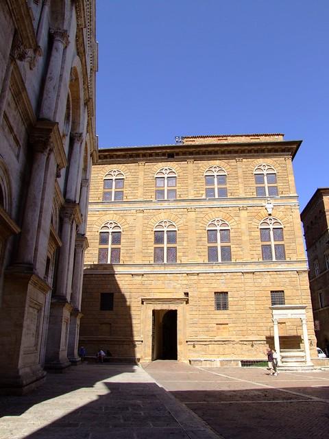 Header of Piccolomini