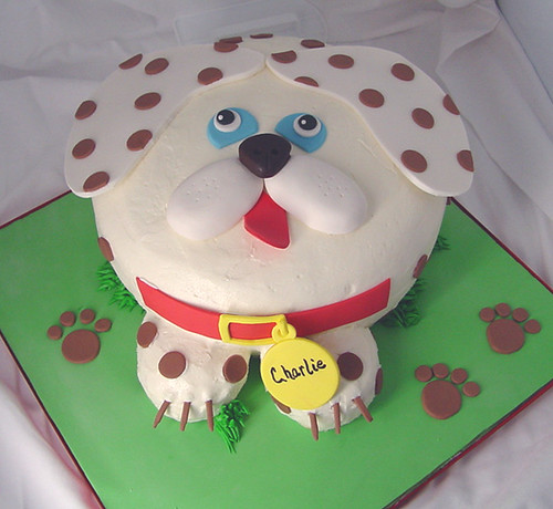 By Howsweetbakery Doggie Cake