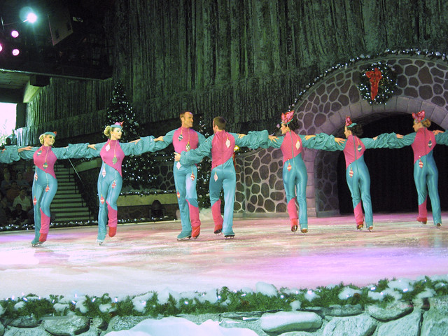 Christmas On Ice.Christmas On Ice Stanleyville Theater Busch Gardens Tampa