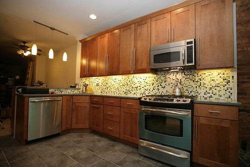 Baltimore rowhouse under cabinet lights crown molding for Kitchen cabinets lights