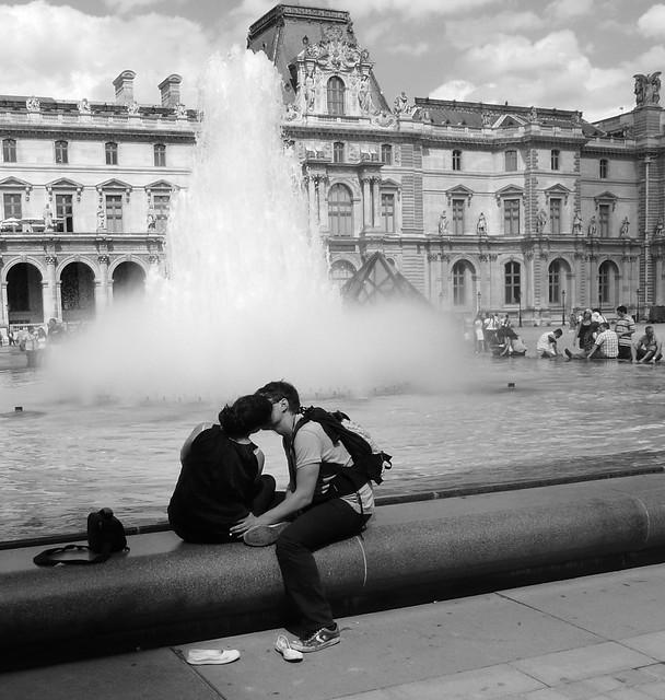 Kiss...Paris..
