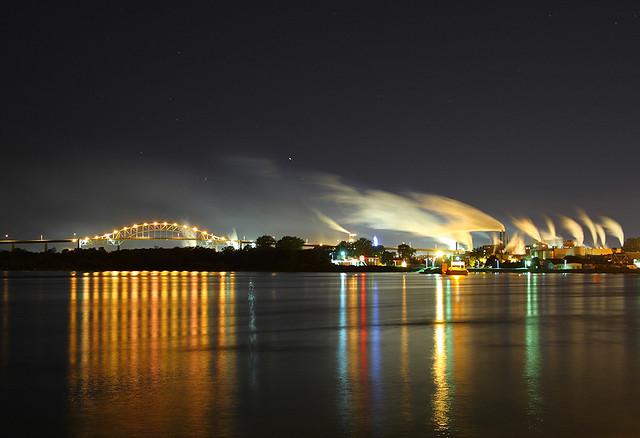 Мост в США, бумажная фабрика и металлургический завод