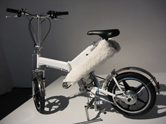 electric bicycle, road bicycle, wheel, vehicle, sports equipment, iron, land vehicle, bicycle frame, bicycle,
