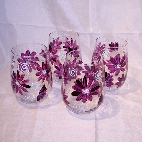 Stemless wine glasses hand painted contemporary daisies for Painted stemless wine glasses