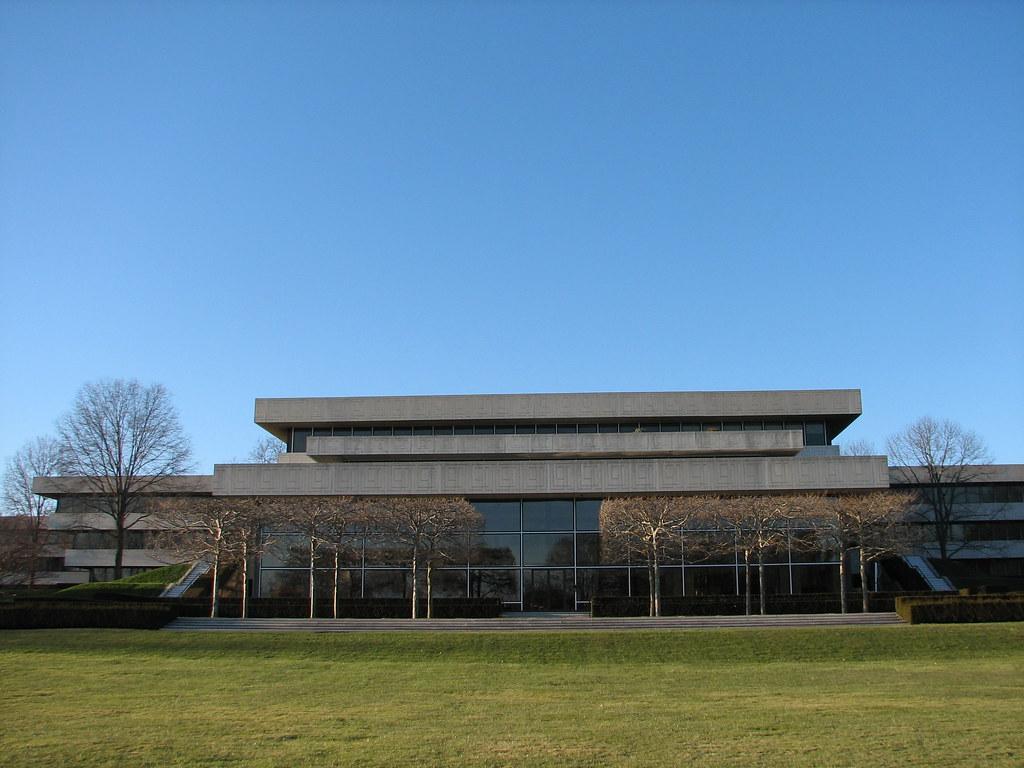 Kendall Sculpture Garden / Pepsi Headquarters - Purchase