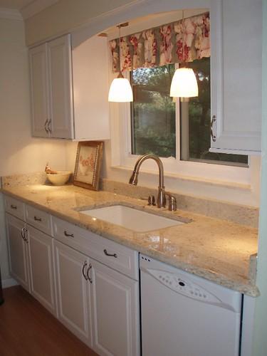 Small kitchen layout design ideas kitchen layout design for Decorating a small galley kitchen
