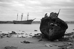 ocean liner(0.0), vehicle(1.0), ship(1.0), sea(1.0), monochrome photography(1.0), ghost ship(1.0), watercraft(1.0), shipwreck(1.0), monochrome(1.0), coast(1.0), black-and-white(1.0), boat(1.0),