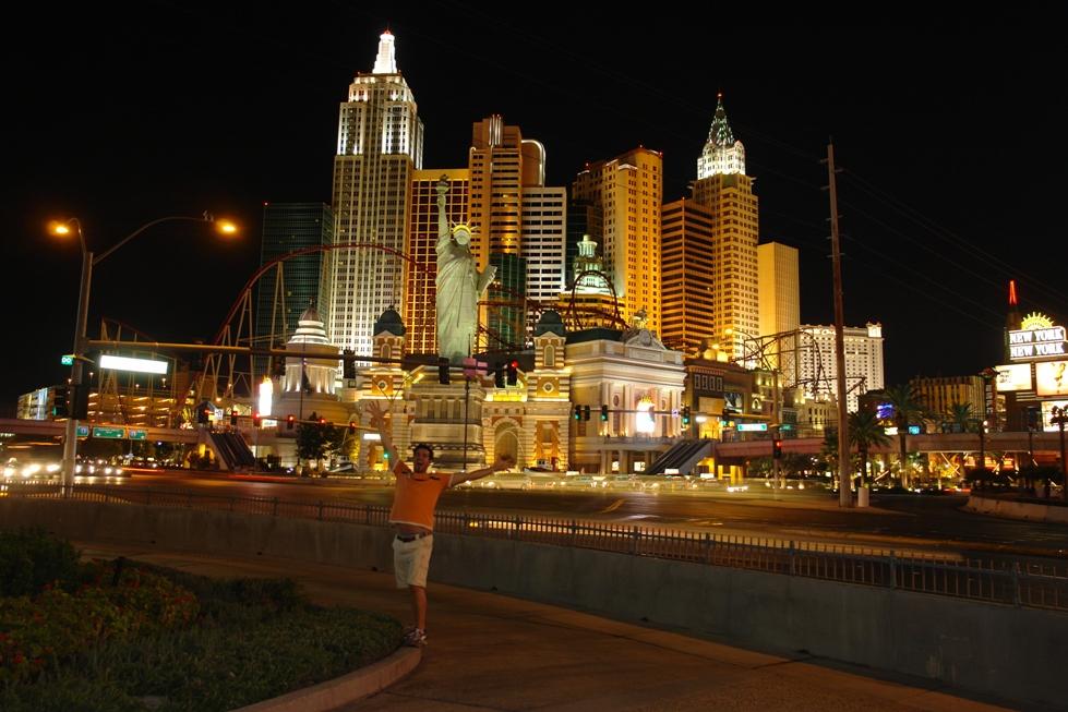 El Hotel-Casino New York New York, sin duda uno de los más pintorescos del Strip Qué ver y hacer en Las Vegas, curiosidades y lugares a NO perderse - 2527806077 e16b299ecd o - Qué ver y hacer en Las Vegas, curiosidades y lugares a NO perderse