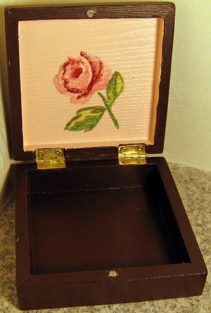 Caixa com flor vintage - box with a vintage flower (open)