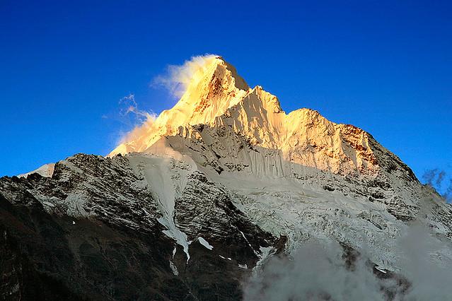 缅茨姆峰的日照金山