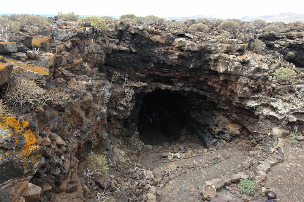 Entrada de la cueva de los verdes en Lanzarote lugares que visitar en lanzarote - 2692504858 31e6ed0eab o - 5 increíbles lugares que visitar en Lanzarote
