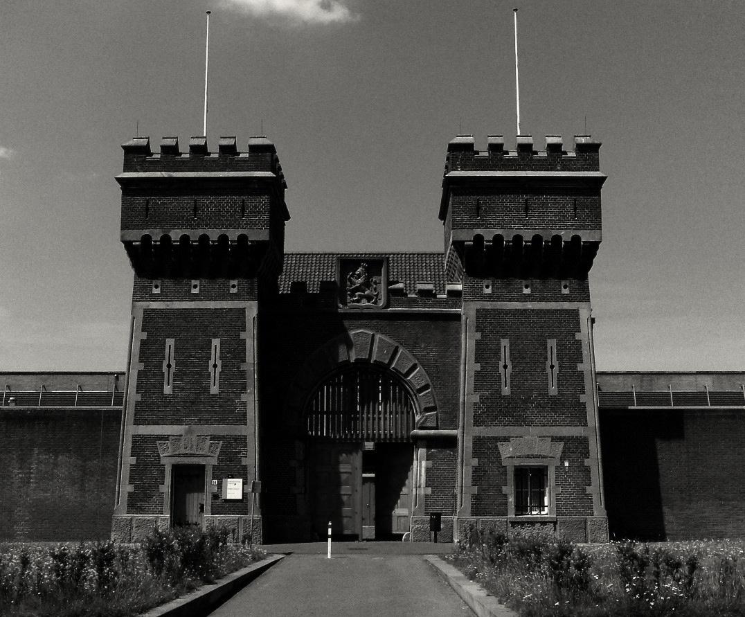 Scheveningen Prison, the gate stands open: Photographer escaped :-)