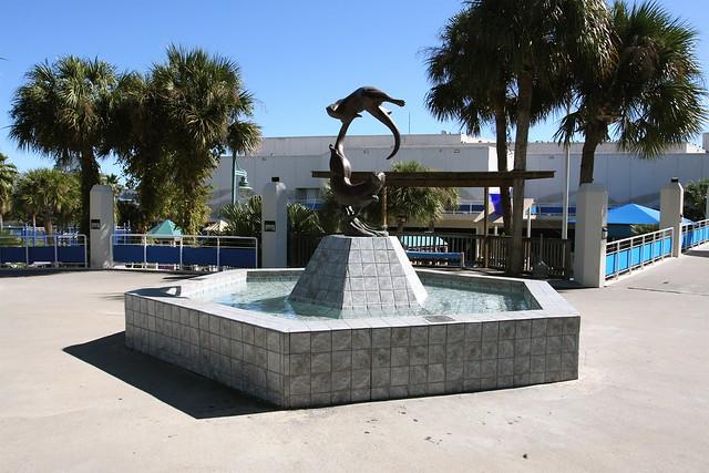 Texas State Aquarium - Corpus Christi A statue of Otters a ...