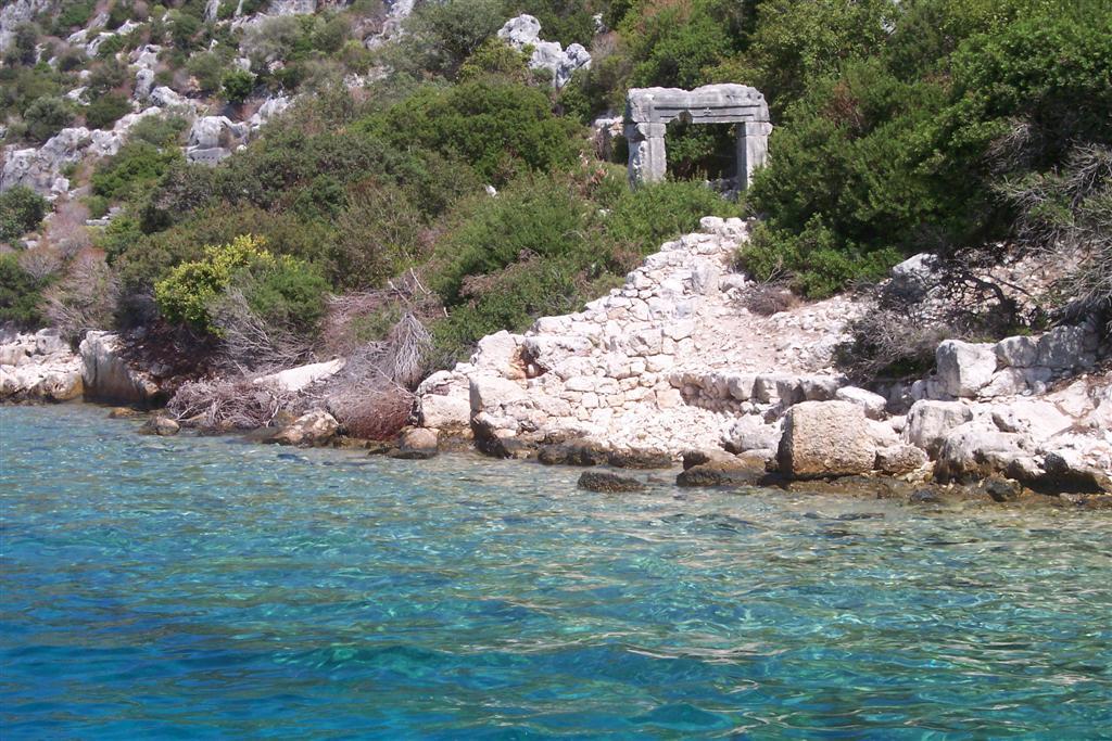 Construcciones que después de 18 siglos aún siguen en pie a orillas de la antigua ciudad (hoy sumergida) Kekova, la ciudad sumergida del Mediterráneo - 2513560986 685307a877 o - Kekova, la ciudad sumergida del Mediterráneo