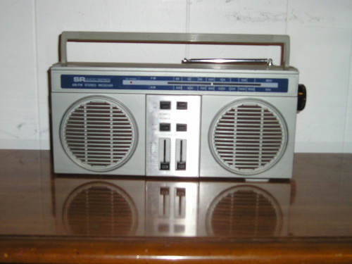$3.00-AM-FM Radio