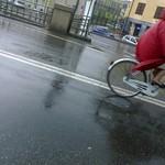 ciclista in rosso