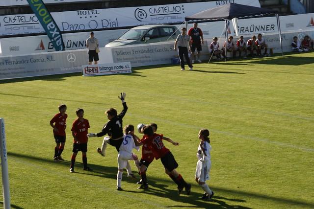 Aereo Privato Real Madrid : Osasuna real madrid una lucha por un balón aéreo