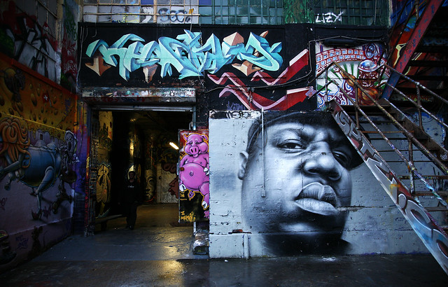 Biggie mural new york notorious b i g 39 s birthday today for Nas mural queens