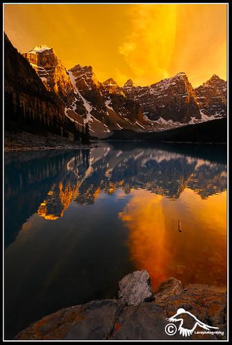 sunset canada nationalpark bravo alberta banff lakelouise alpenglow morainelake icefieldshighway larssteinke larsphotography larsphotographycom lawrencesteinke